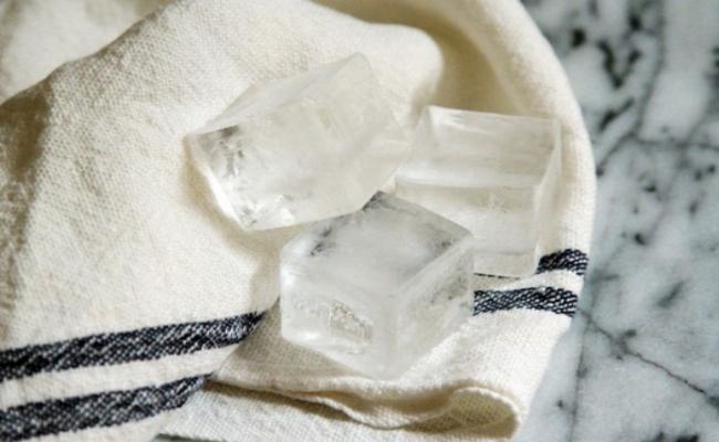 letak ais dalam kain boleh hilangkan eyebag